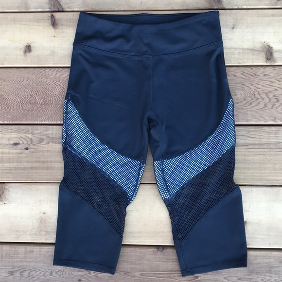 Fabletics Pants - Fabletics Rhodes crop athletic capri